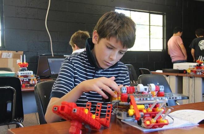 艾克瑞特机器人教育课堂训练