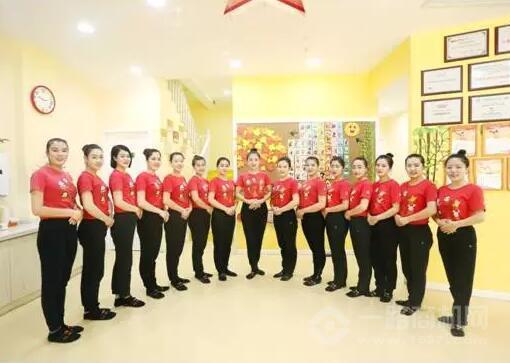 具有良好服务精神和专业素养的红黄蓝蒙城亲子园的老师们