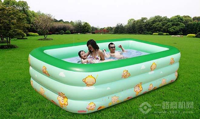 少飞婴儿游泳