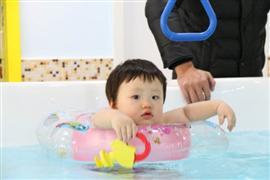 鄰家兒女嬰兒游泳館