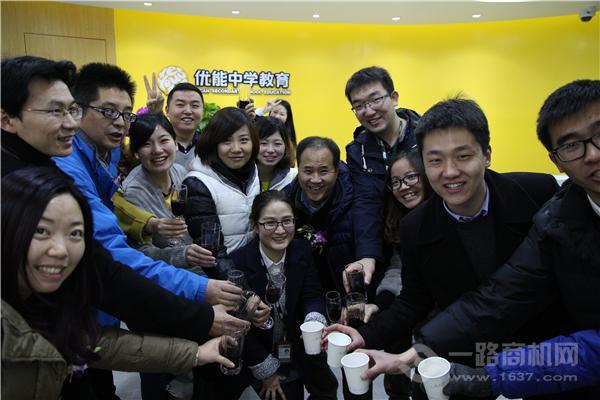 李国富老师及各部门领导为大厂学习中心开业助兴