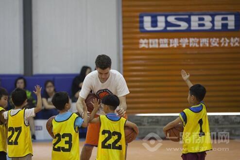 美國籃球學院