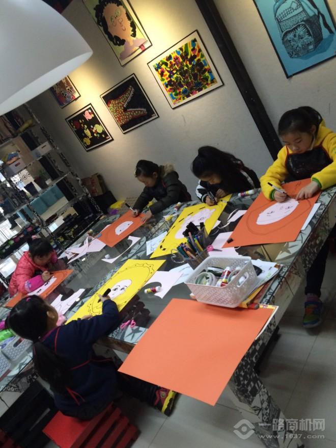 夏加儿美术教育加盟