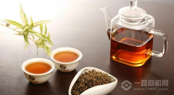 品之易茶飲機加盟