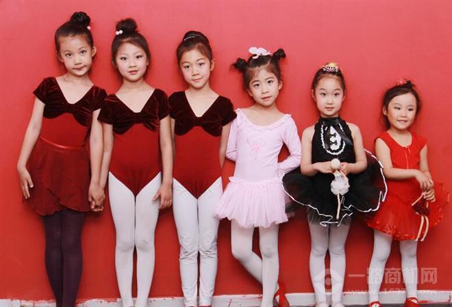 红舞鞋舞蹈奔驰宝马娱乐