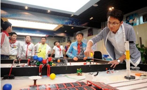 西觅亚机器人教育加盟