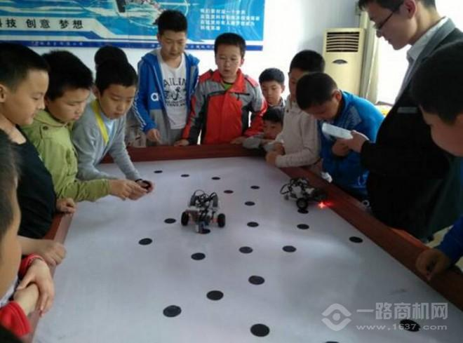 乐趣学堂机器人教育