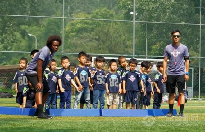 巨石达阵橄榄球学院加盟