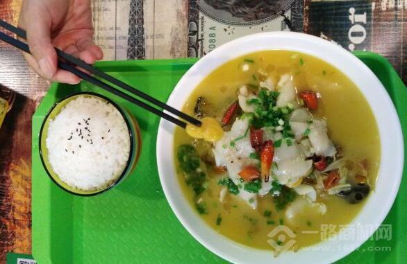萌小艾酸菜魚米飯