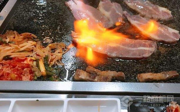 小豬仔石板烤肉加盟