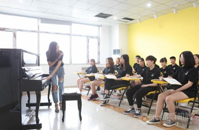多藝汀鋼琴聲樂中心加盟