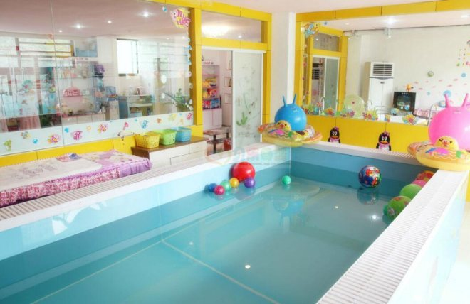 伊親嬰兒游泳館